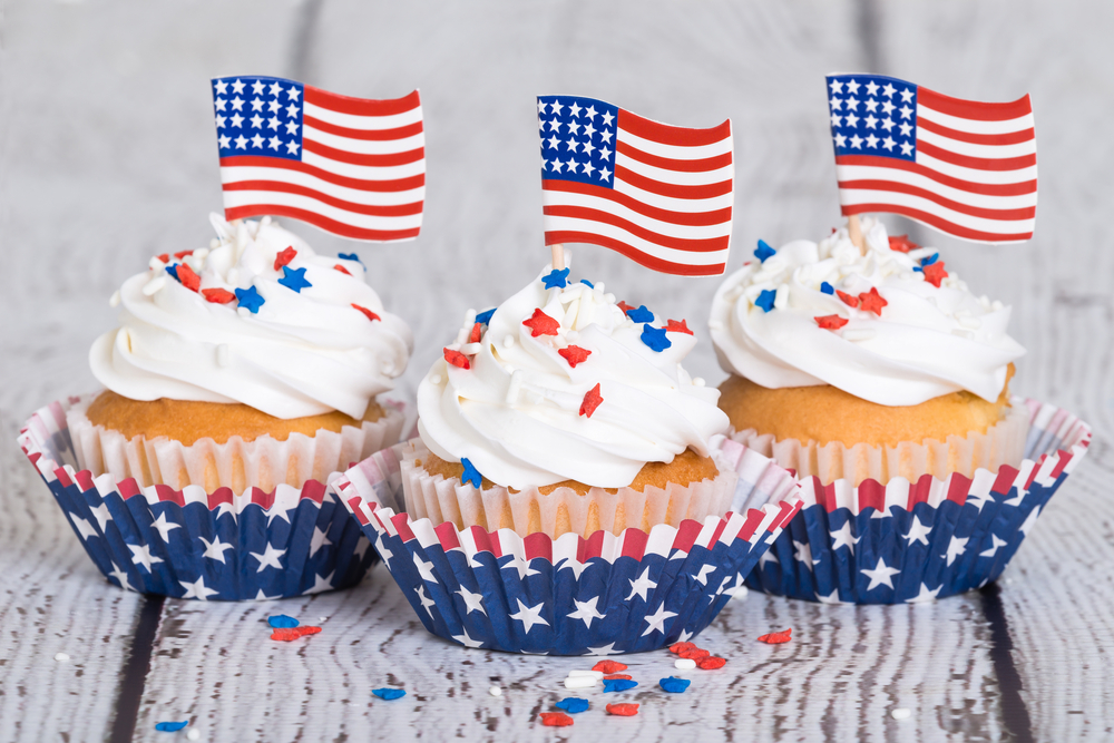july 4th cupcakes with flags